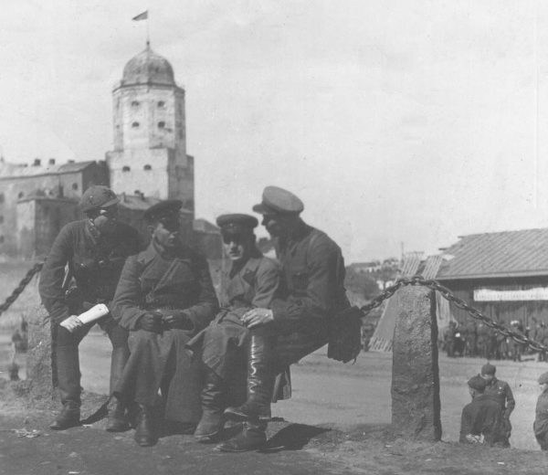 Советские офицеры в Выборге. 1940 г.