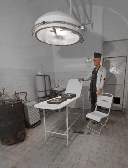 Операционная лазарета форта.