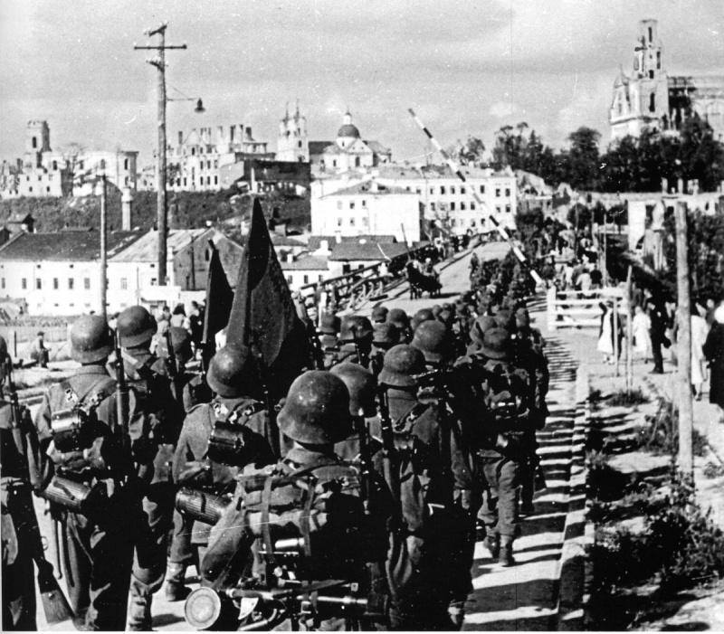 Солдаты испанской «голубой дивизии» в Гродно. Август 1941 г.