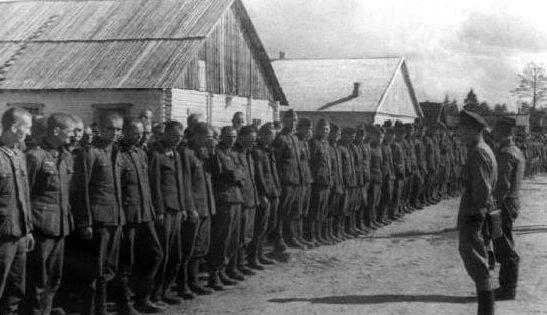 Немецкие военнопленные под Ельней. Сентябрь 1941 г.