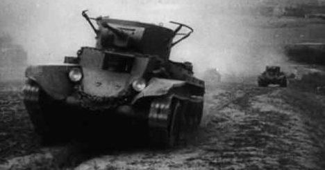 Советские танки двигаются на фронт. Октябрь 1941 г.