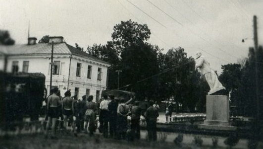 Снос памятника Ленину. Август 1941 г.