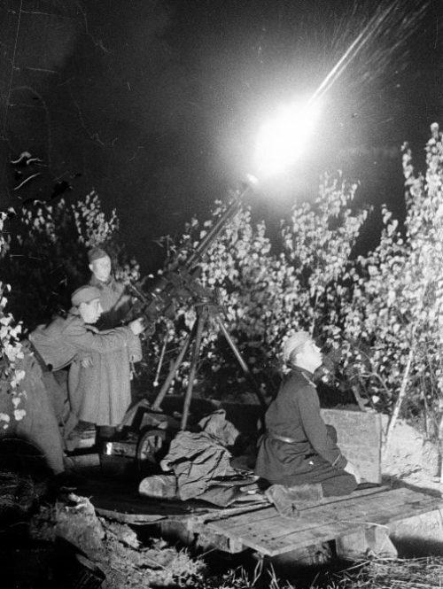 Советские зенитчики в районе Гомеля. Ноябрь 1943 г.