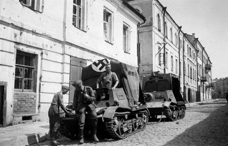 Немецкие солдаты на улице Большая Садовая. Август 1941 г.