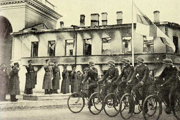 Финский парад в Петрозаводске. 12 октября 1941 г.