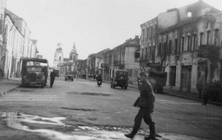 Улица Ульяновой-Крупской в оккупированном Могилеве. 1941 г.