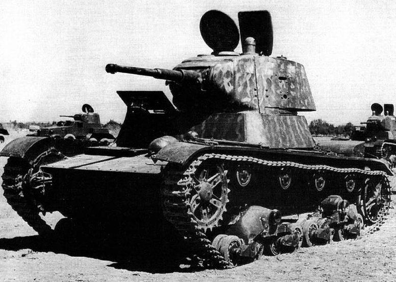 Танки Т-26 и бронеавтомобили БА-10 в Иране. Сентябрь 1941 г.