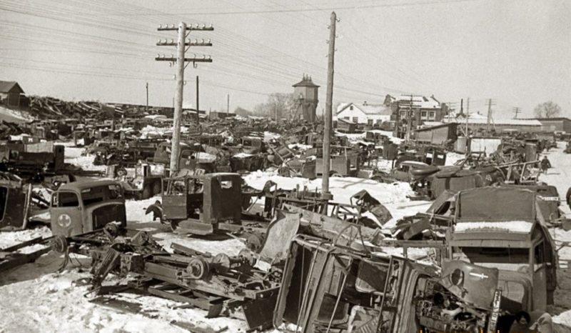 Кладбище разбитой немецкой техники. Декабрь 1941 г.
