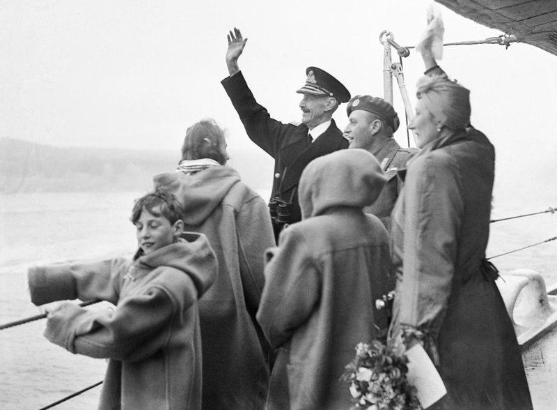 Возвращение королевской семьи из эмиграции. Борт тяжелого британского крейсера «Norfolk». Осло, июнь 1945 года.