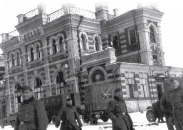 Немецкие солдаты у калужского вокзала. Декабрь 1941 г.