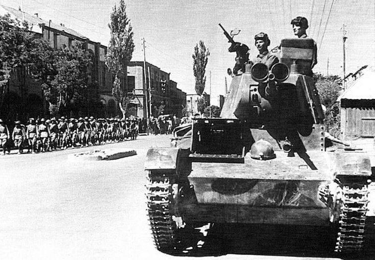 Красная Армия на улицах Тебриза. Сентябрь 1941 г.