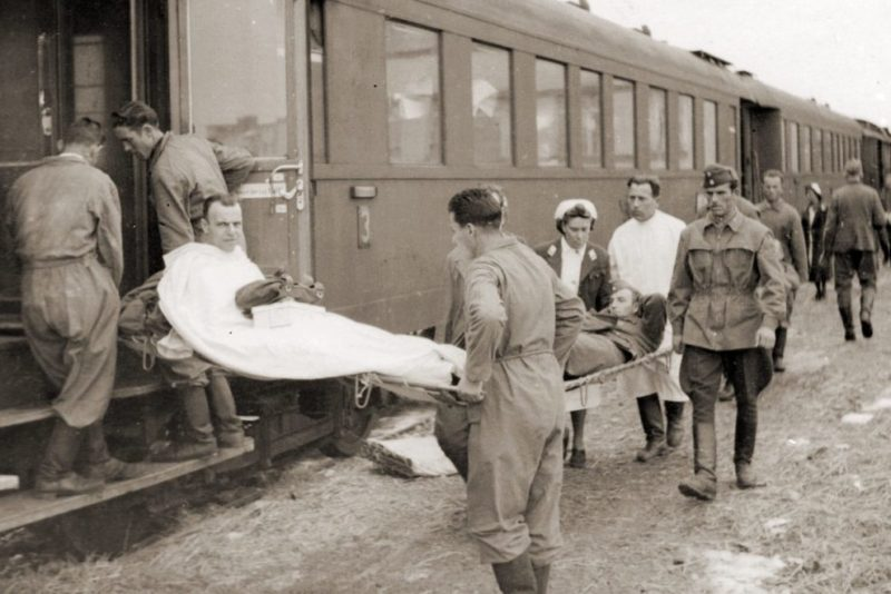 Раненые немецкие солдаты на излечении в болгарском военно-санитарном поезде. Смоленск 1942 г.