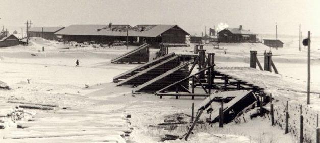 Вид на понтонный мост. 1942 г.