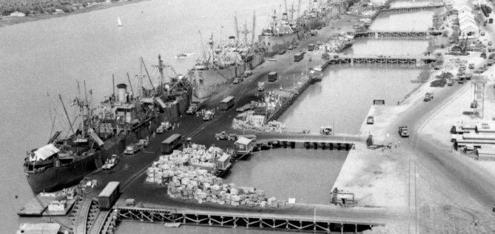 Разгрузка американских судов у причалов Хоррамшара. Абадан, 1942 г.