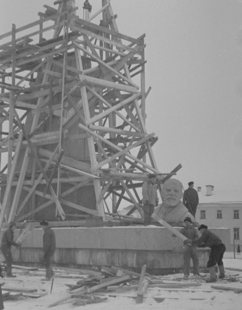 Снос памятника Ленину. Декабрь 1941 г.