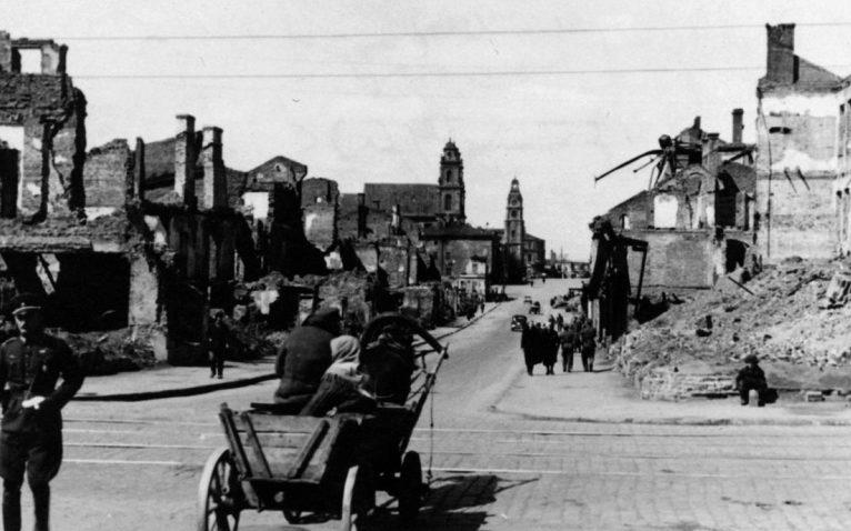 Болгарский офицер из состава команды военно-санитарного поезда на улице Минска. 1942 г.