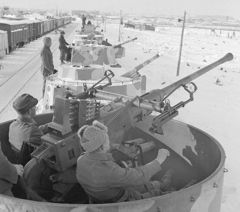 Бронепоезд №1 финской армии на станции в оккупированном Петрозаводске. Февраль 1942 г.