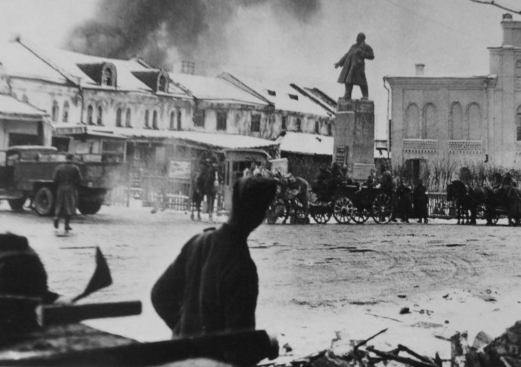 Обоз немецкой армии на Советской площади. 1941 г.