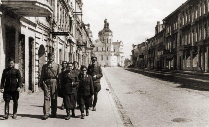 Персонал болгарского военно-санитарного поезда на Восточном фронте. 1942 г.