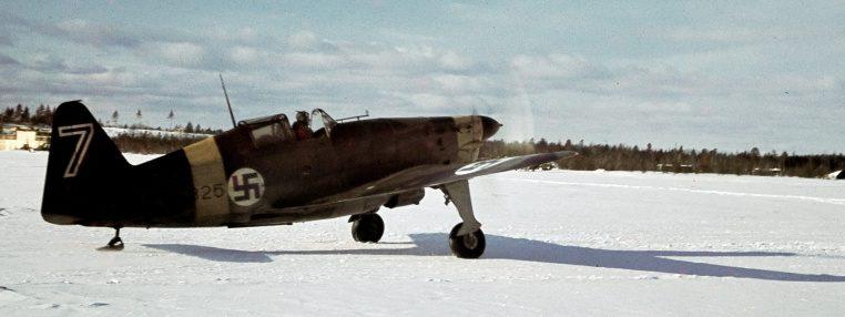 Финский истребитель на аэродроме под Петрозаводском. Март 1942 г.