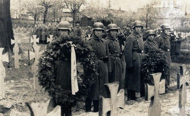 Похороны на немецком кладбище. 1942 г.