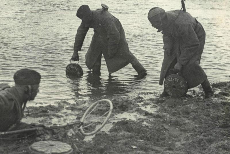 Разминирование берега реки Сож. Ноябрь 1943 г.