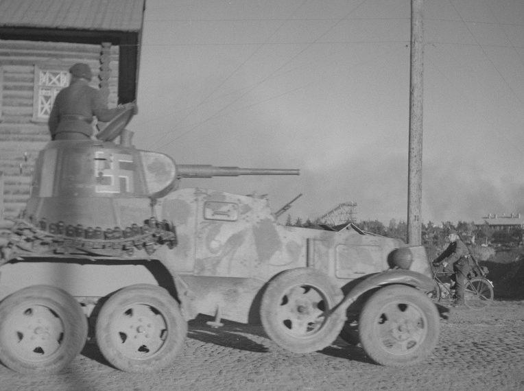 Трофейный бронеавтомобиль БА-10 на шоссе 1 Мая. 1942 г.
