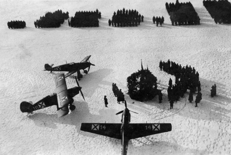Православная служба и освящение знамен на болгарском военном аэродроме. 30 января 1943 г.
