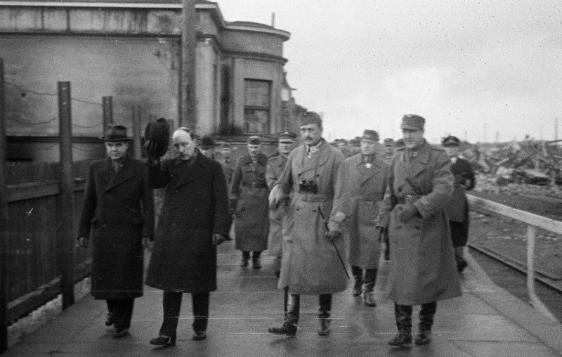 Фельдмаршал Маннергейм на перроне Выборгского вокзала. 8 октября 1941г.