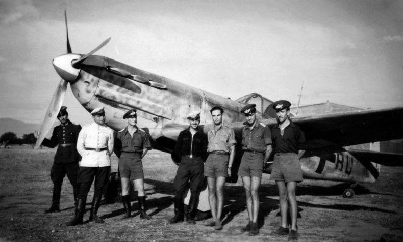 Болгарские летчики на аэродроме Карлово. Сентябрь 1943 г.