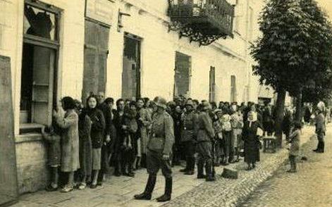 Очередь за хлебом. 1942 г.