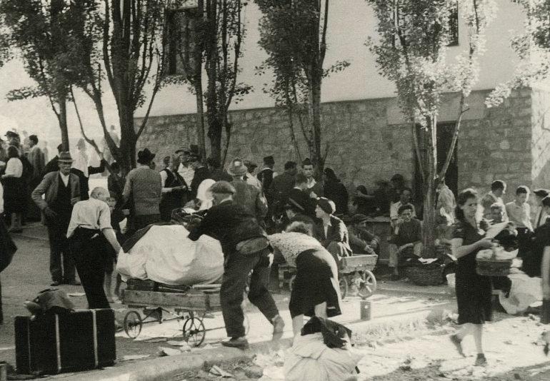 Пострадавшие от бомбардировки горожане. София, 30 декабря 1943 г.