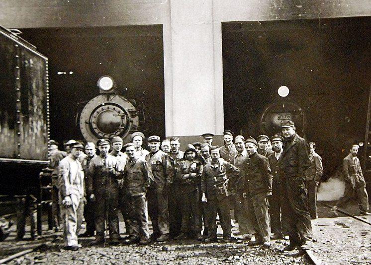 Американские и британские железнодорожные бригады, водившие поезда с грузами в СССР. 1942 г.