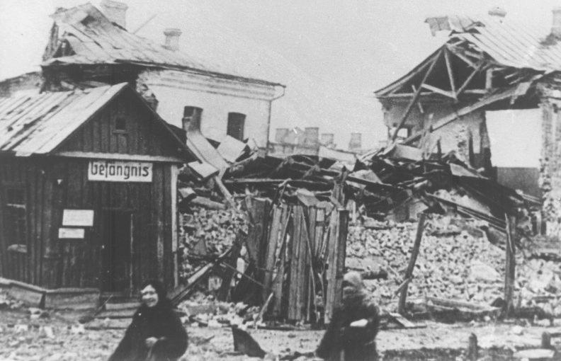 Здание тюрьмы города Гомель, взорванное немцами при отступлении. 1943 г.