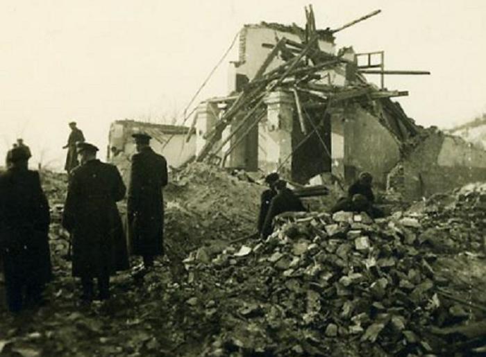 Разрушенный авиацией Союзников город Дупницы. 4 января 1944 г.