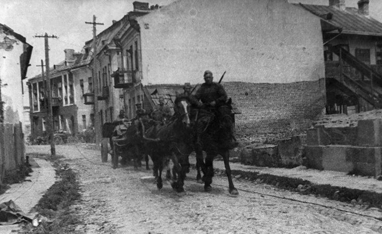 Красная Армия входит в город. 24 июля 1944 г.