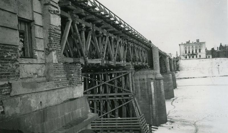 Восстановленный немцами Двинский мост. 1941 г.