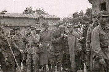 Советские военнопленные в концлагере «5-й полк». 1941 г.