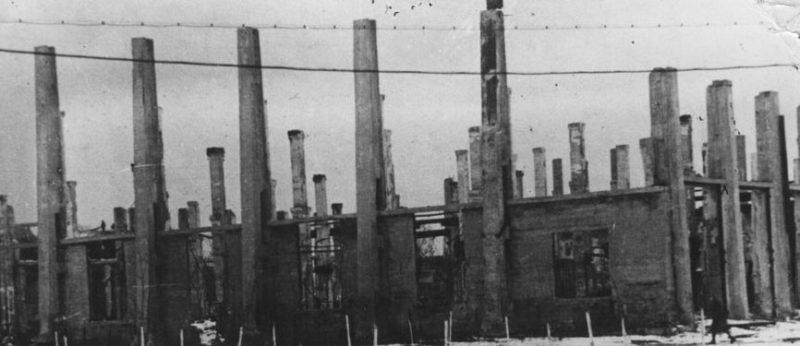 Разрушенный вагоно-сборочный цех вагоностроительного завода. Декабрь 1941 г.