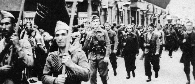 Партизаны на улицах городов Болгарии. 1944 г.