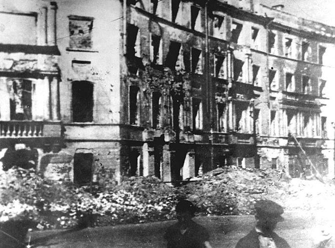 Разрушения в городе. Декабрь 1941 г.