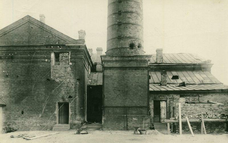 Зеркальная фабрика, на которой был организован немецкий трудовой лагерь. 1943 г.