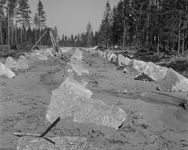 Финские противотанковые заграждения у Выборга. Июнь 1944 г.