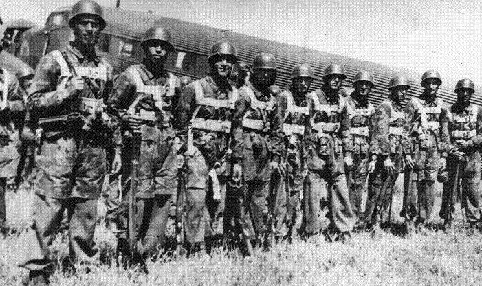 Болгарские десантники в районе деревни Страцин. Македония, 25 октября 1944 г.