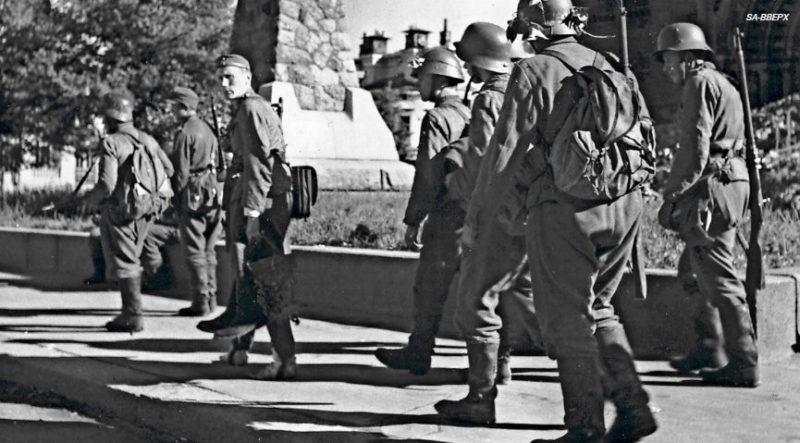 Финские войска покидают город. Июнь 1944 г.