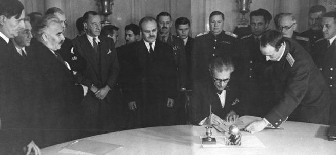 Подписание Болгарией перемирия с СССР, США и Великобританией. Москва, 28 октября 1944 г.