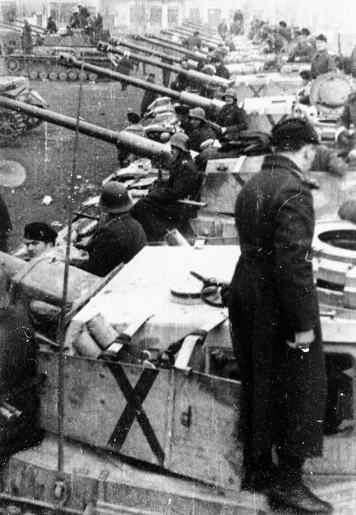 Болгарские танки в Подуево. Югославия, ноябрь 1944 г.