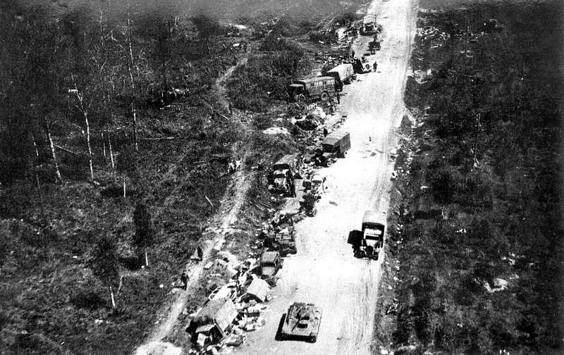 Разбитая немецкая техника под Витебском. Июнь 1944 г.