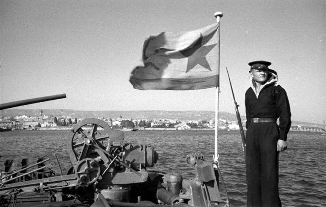 Быстроходный тральщик Черноморского флота «Щит» в порту г. Варны. 1944 г.