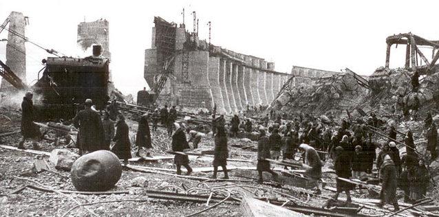 Работы по восстановлению ДнепроГэса. 1944 г.